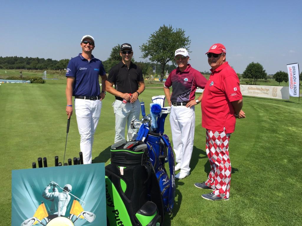 PGA Head-Pro Alexander Kessler (links,  Golfpark Leipzig) und Master Professional Golf Teacher Iulian Coman (2.v.r., GCCLeipzig-Machern) betreuten mit 2 Kollegen 4 Übungsstationen.