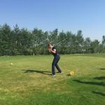 Ex-Fußballnationalspieler Christian Ziege macht am Abschlag eine gute Figur.