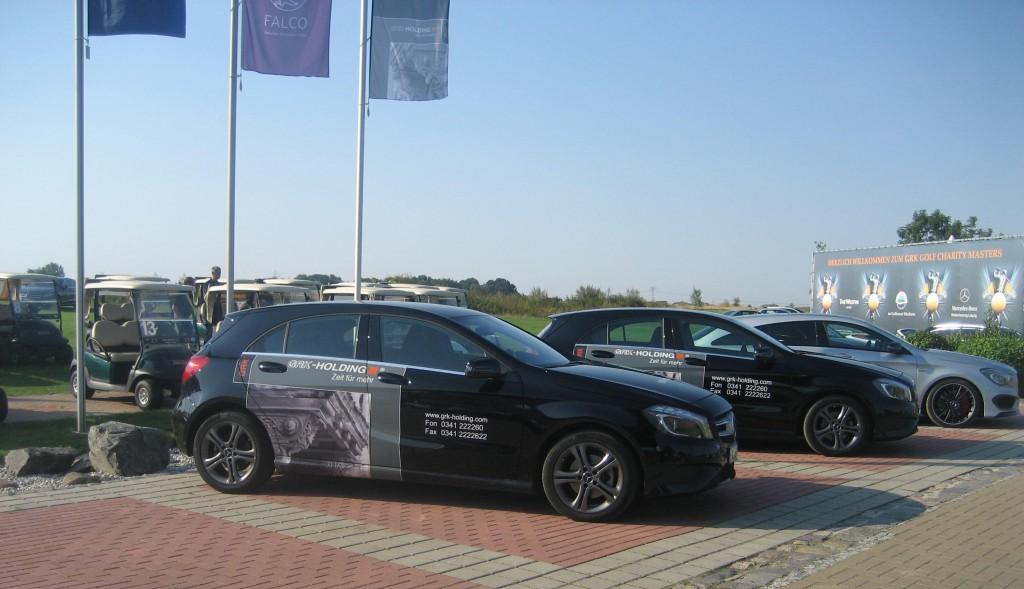 GRK Holding Fahrzeuge am Clubhaus