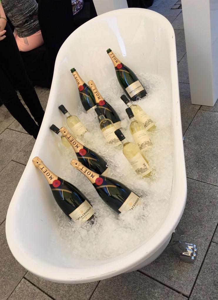 Badewannenweise Champagner